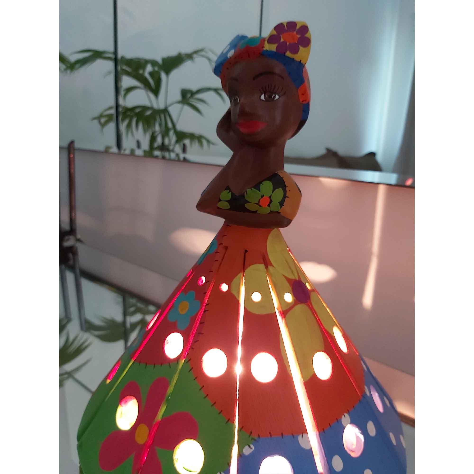 Luminária em Madeira Rústica - Vestido Colorido