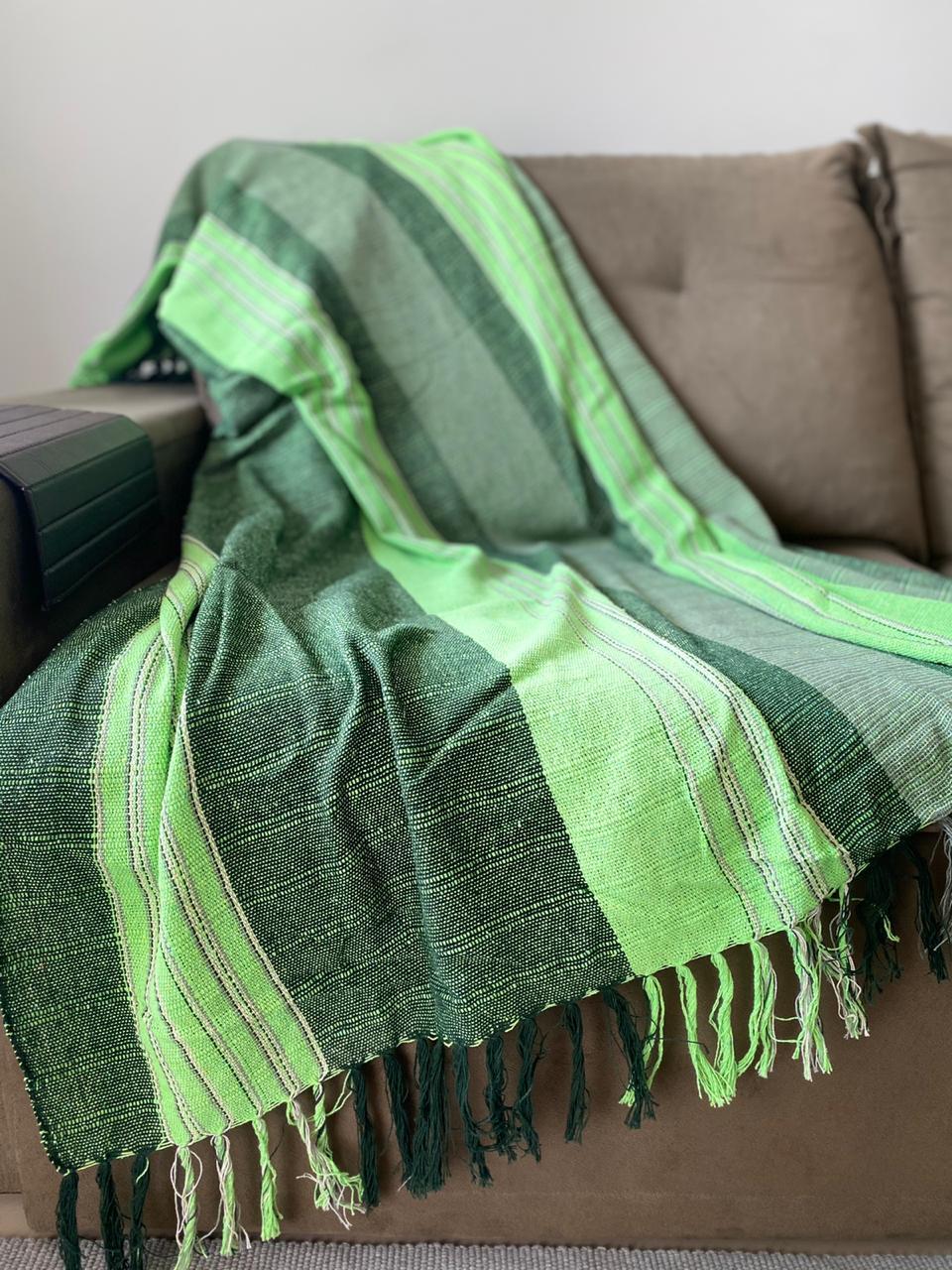 Manta para Sofá - Listrada em Tons de Verde