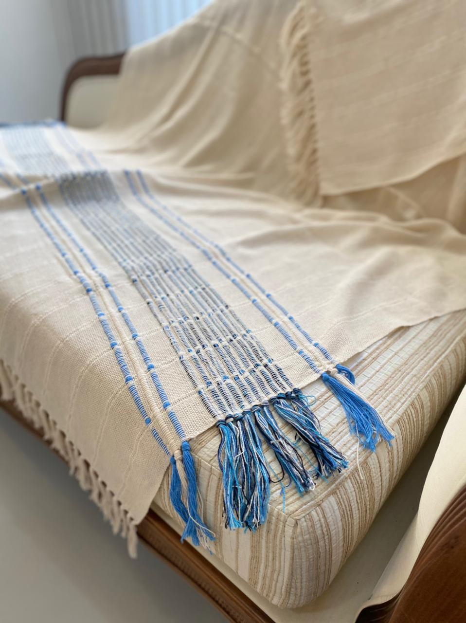 Manta Olívia - Cru com Azul 1,90 x 1,20 m