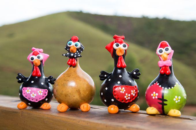 Mini galinha decorativa em cabaça
