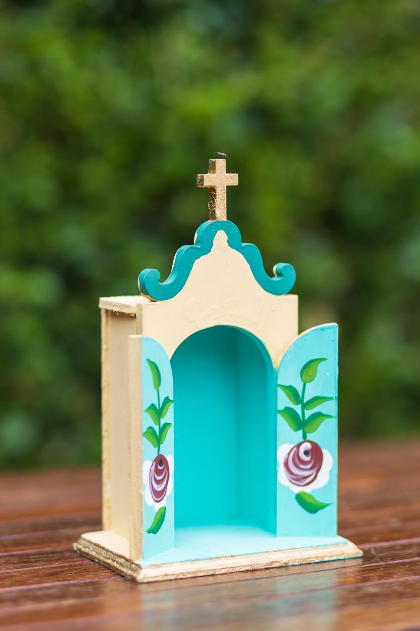 Mini Oratório em Madeira - Amarelo com Fundo Verde