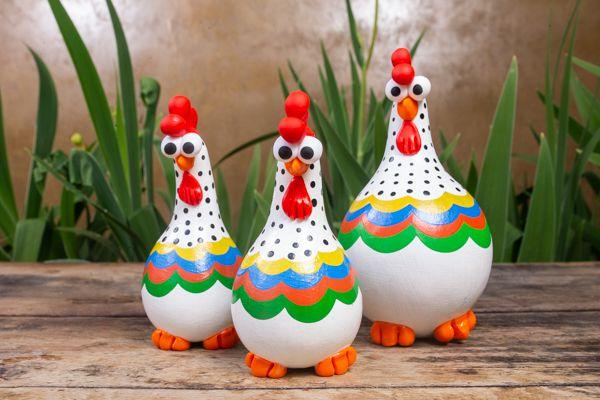 Mini trio de galinhas em cabaça