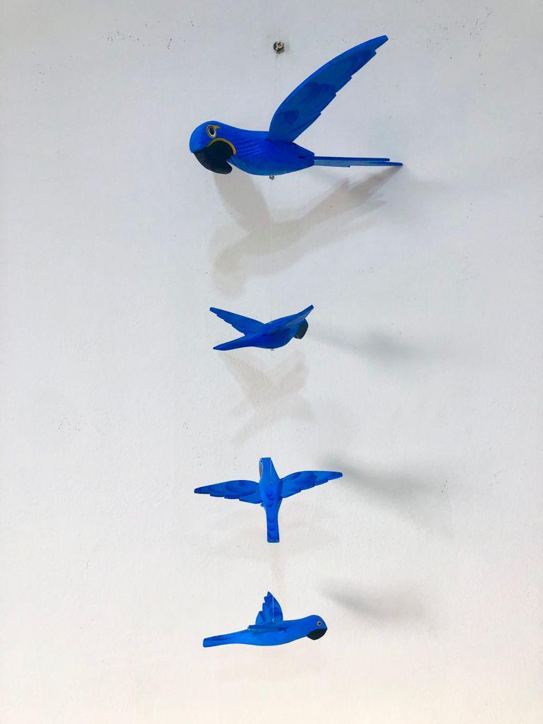 Móbile em Madeira - Arara Azul