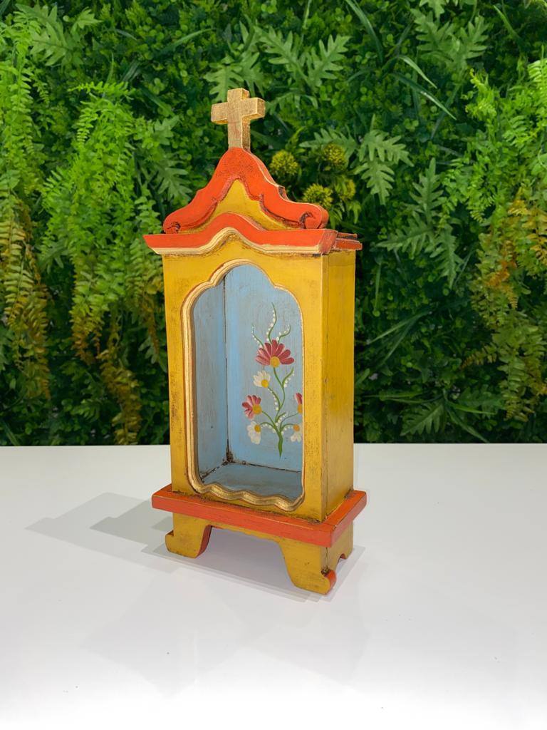 Oratório em Madeira Amarelo com Fundo Azul Claro - 30 x 13 x 7,5 cm