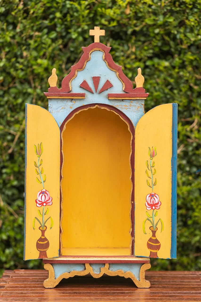 Oratório Grande em Madeira Marrom com portas Azuis