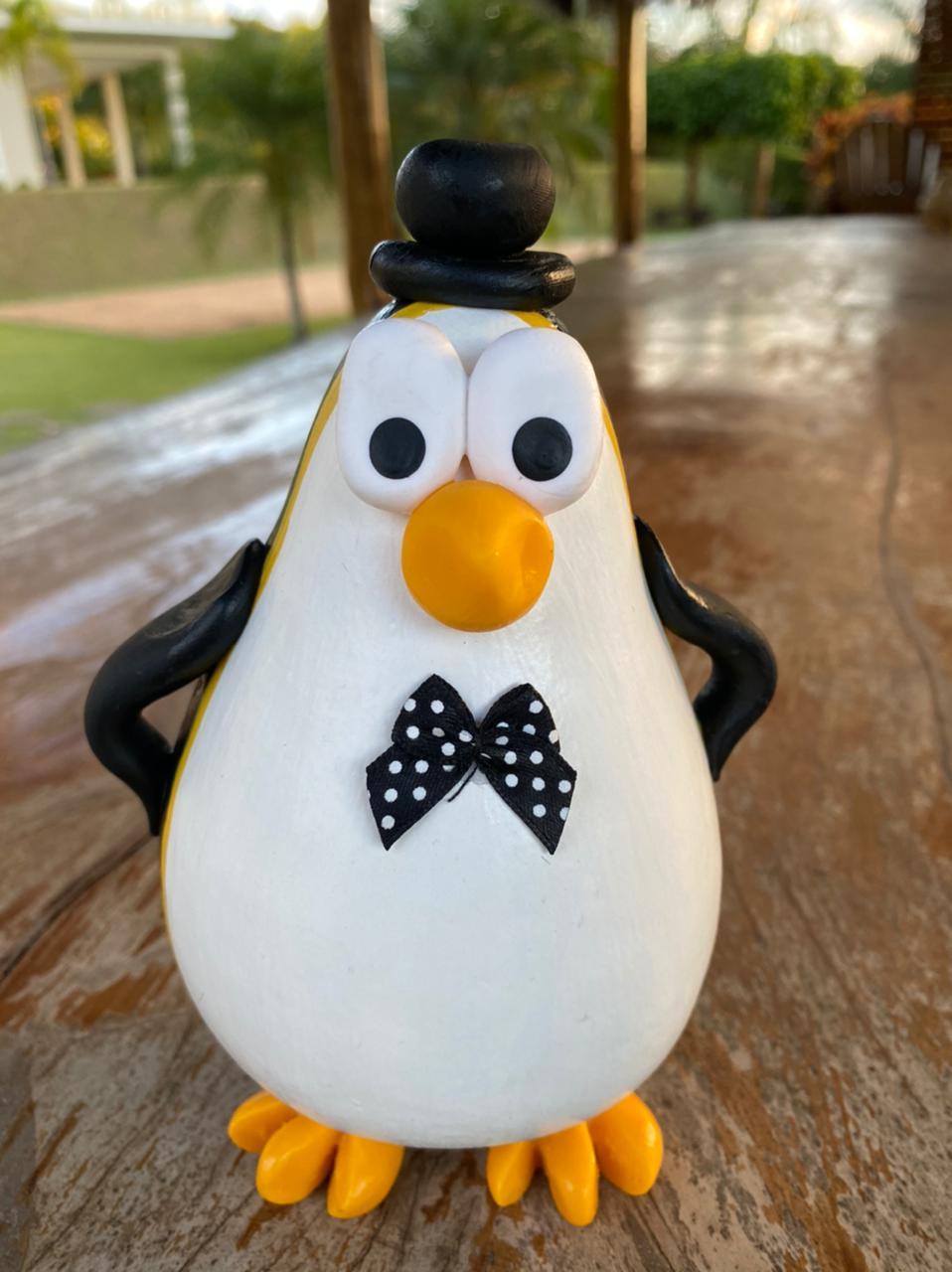 Pinguim Decorativo em Cabaça - Com Chapéu