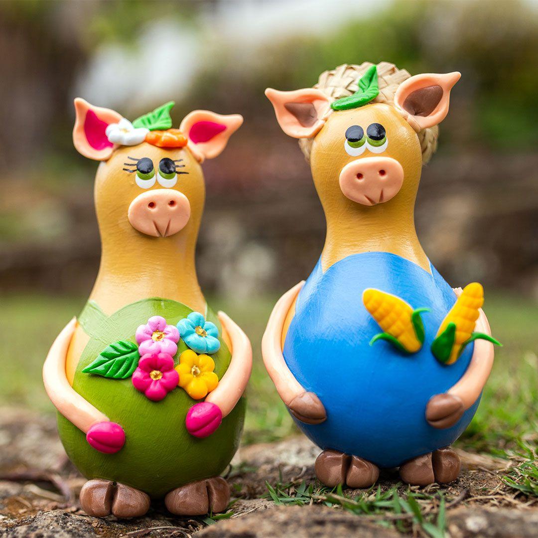 Porquinho decorativo em cabaça casal