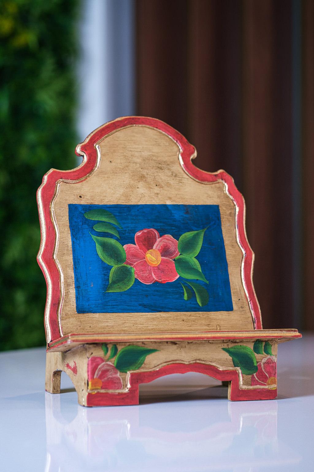 Porta Bíblia Flor Vermelha em Madeira