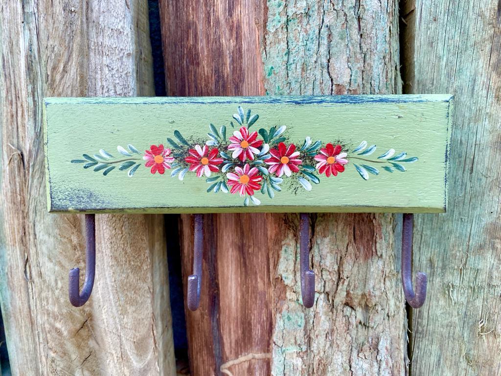 Porta Chaves Verde com Detalhes em Flor