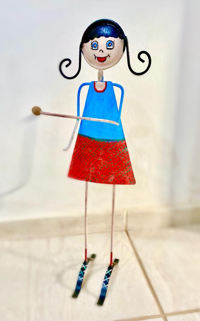 Porta Papel Higiênico em Ferro Pintado - Feminino