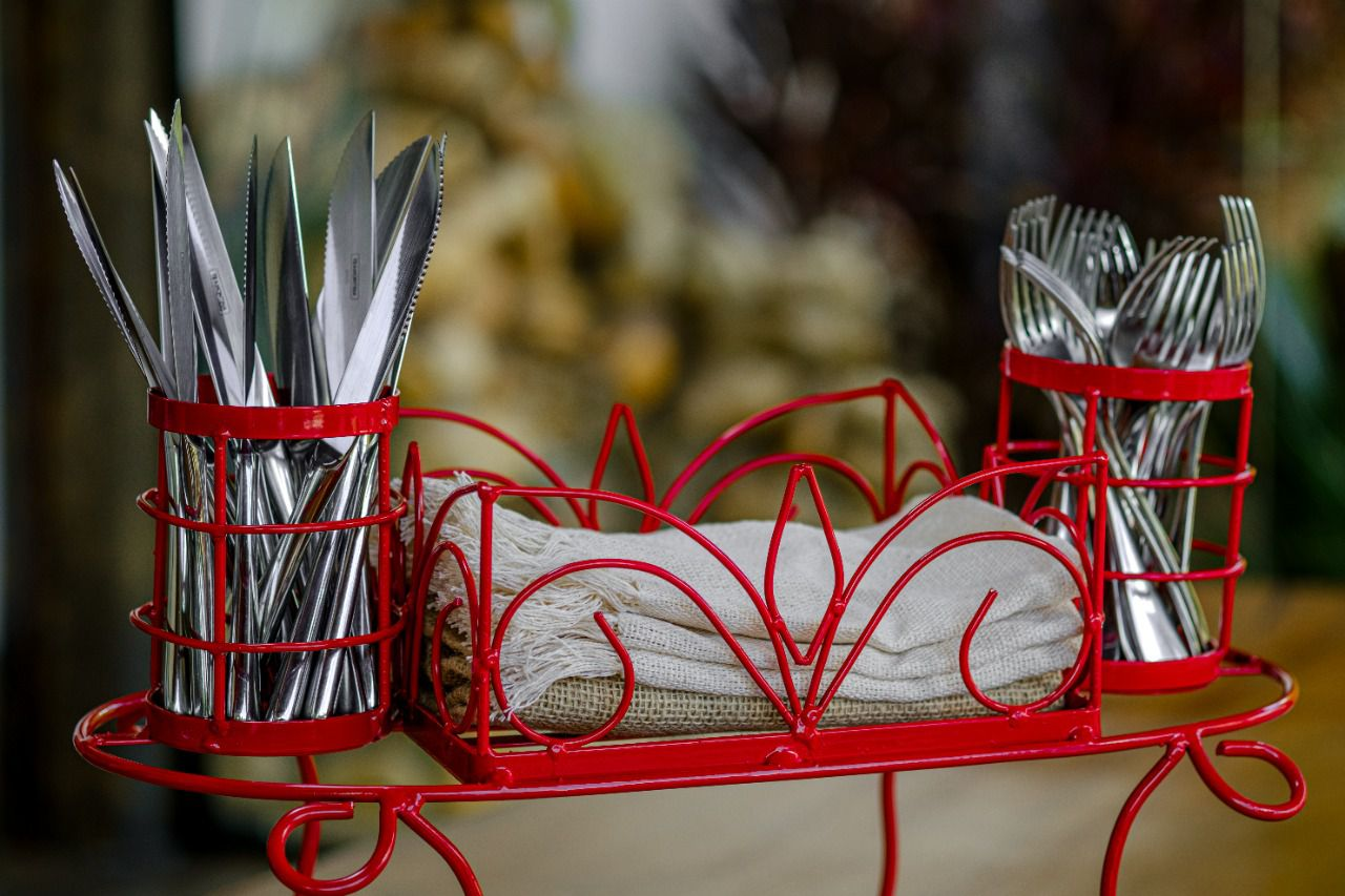 Porta Pratos, Talheres e Copos de Mesa em Ferro - Vermelho