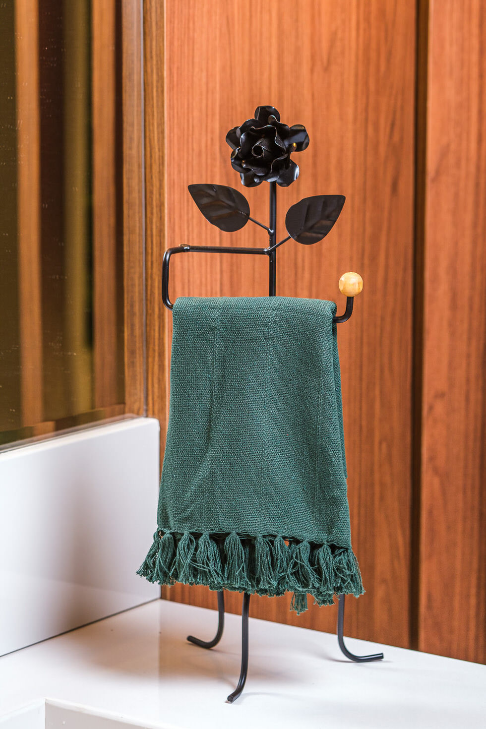 Porta Toalha com Detalhe de Flor em Ferro  - Preto