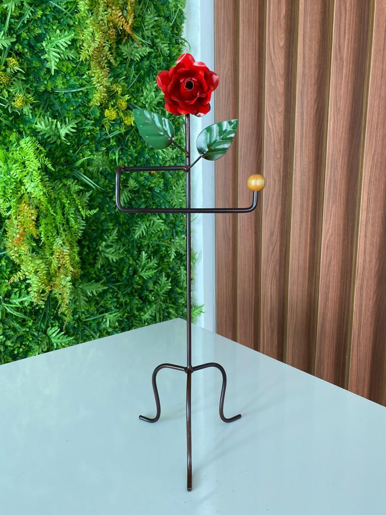 Porta Toalha Preto com Detalhe de Flor Vermelha em Ferro