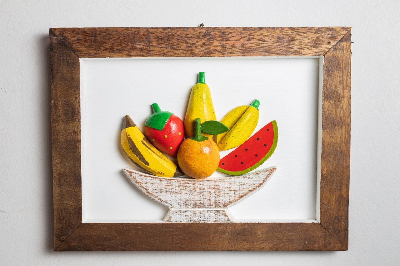 Quadro de Madeira com Misto de Frutas