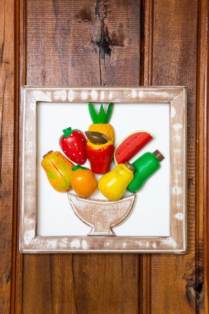 Quadro de Madeira em Formato Misto de Frutas