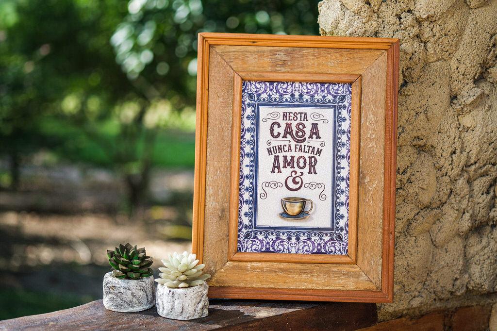 Quadro Nesta Casa Nunca Faltam Amor e Café - 42 x 32 cm