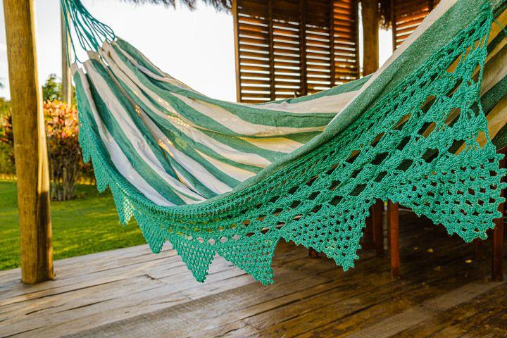 Rede Bico de Crochê - listrado e com bordado verde