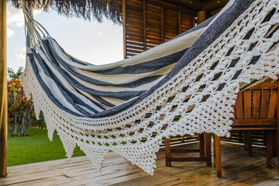 Rede de Crochê - Listrada em Preto com Babado em Bico Cru