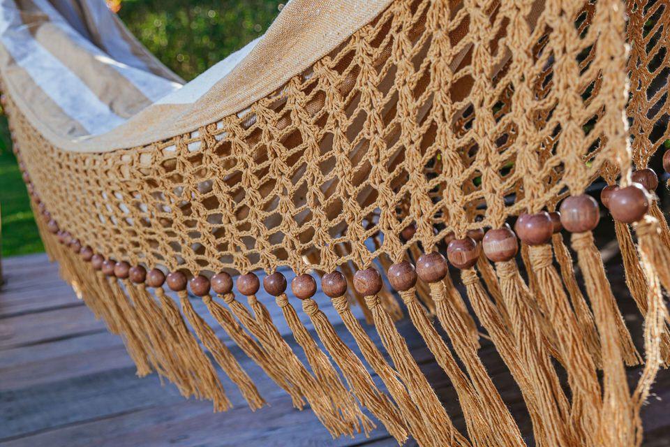 Rede de Crochê - Listrada em Mostarda com Babado em Bolinha Mostarda