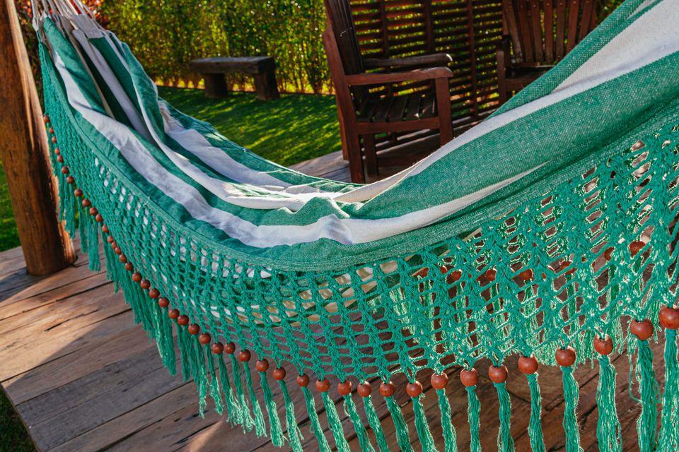 Rede de Crochê - Listrada em Verde Escuro com Babado em Bolinha Verde Escuro