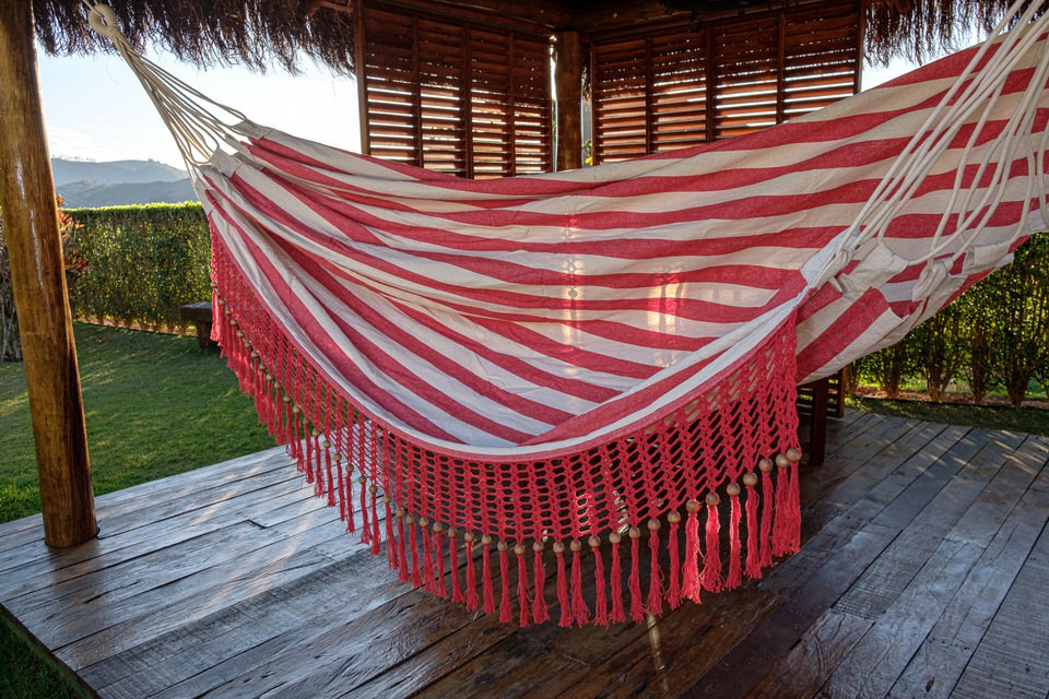 Rede de Crochê - Listrada em Vermelho com Babado em Bolinha Vermelho