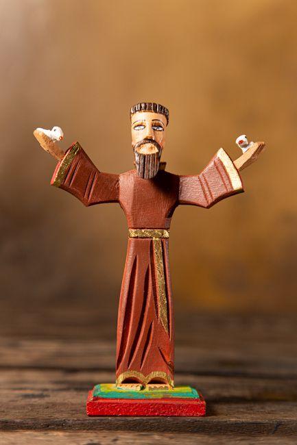 São Francisco de braços abertos em madeira