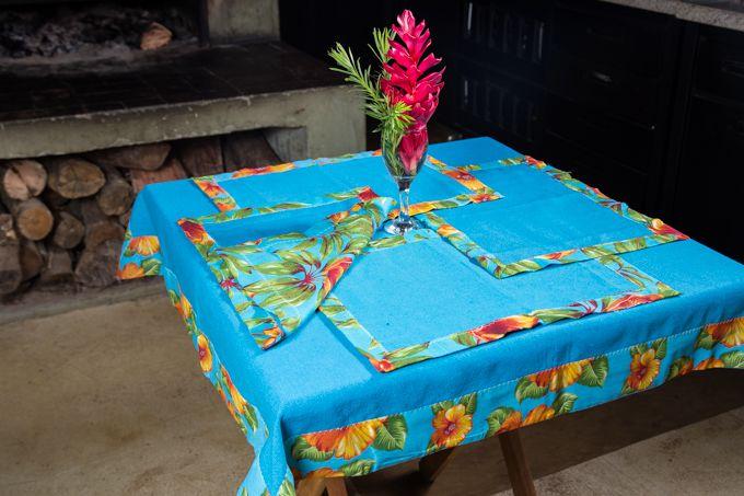 Toalha de mesa com barra de chita