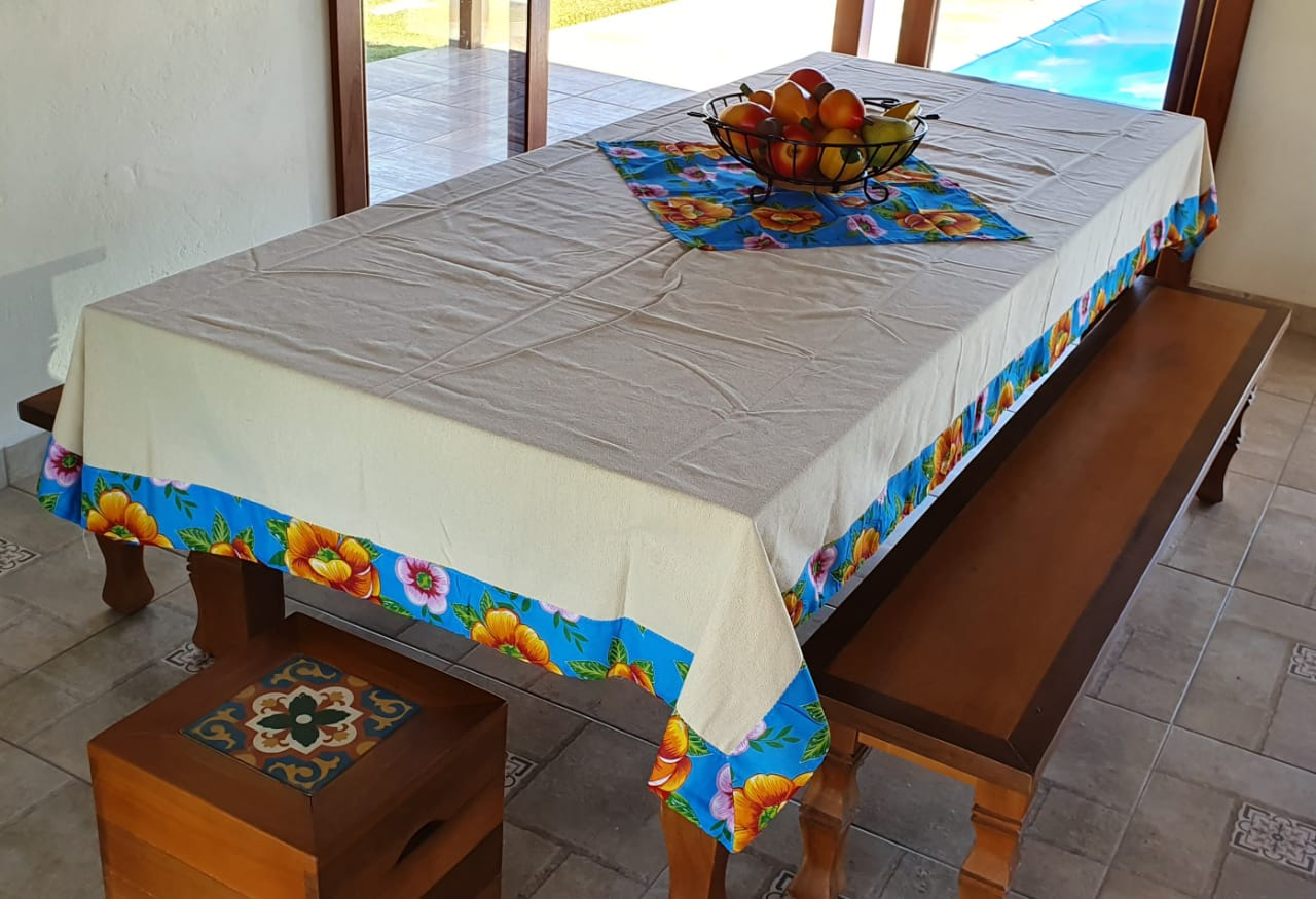 Toalha de Mesa Cru Barra de Chita com Compose