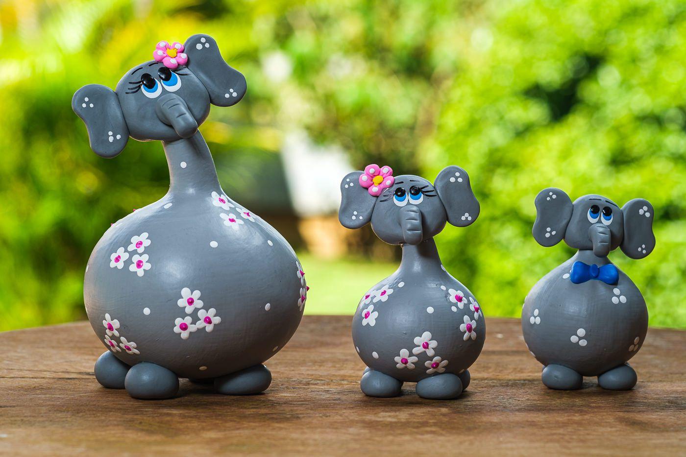 Trio de Elefantes Cinzas em Cabaça