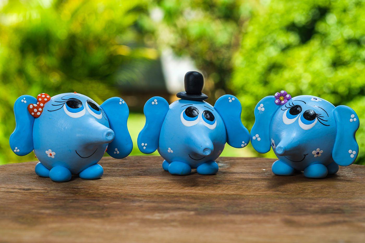 Trio de Mini Elefantes Azuis em Cabaça