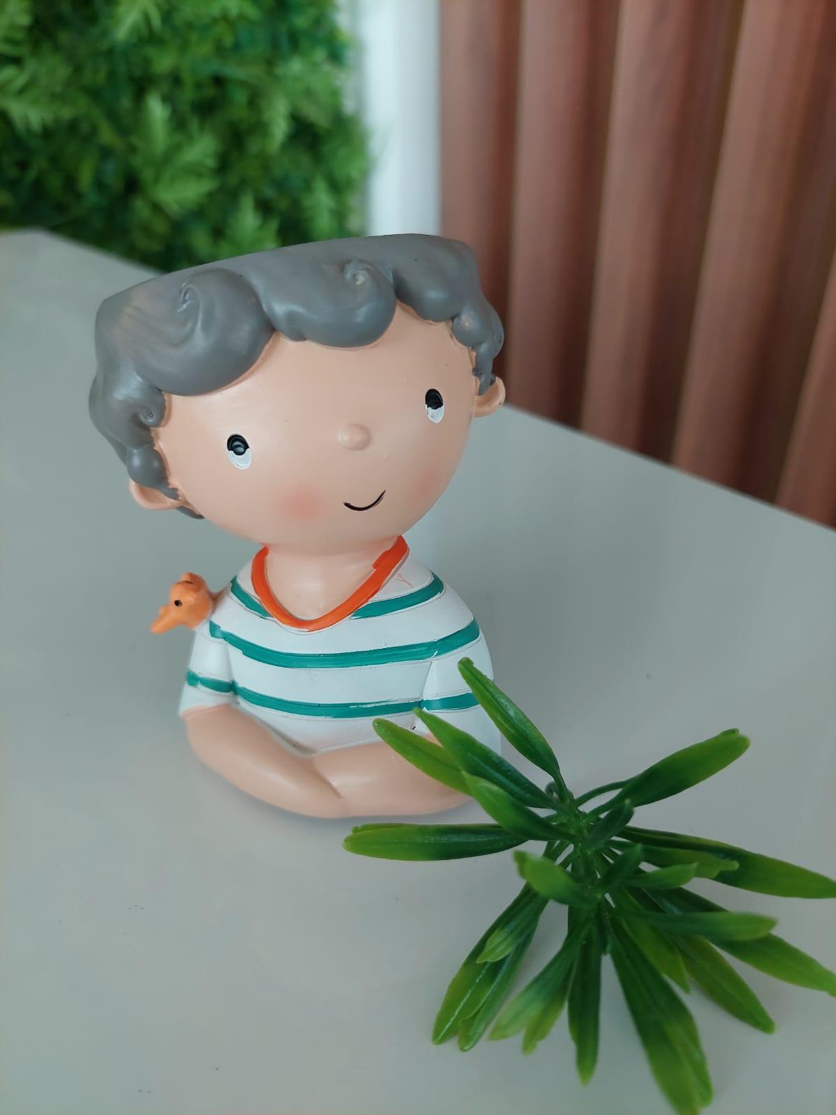 Vaso de Poliresina - Menininho de Blusa Listrada em Verde