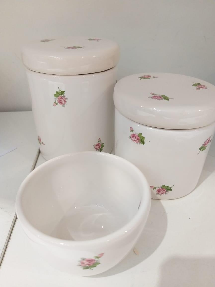 Kit Porcelana Branco Com Florzinhas - 3 PÇS