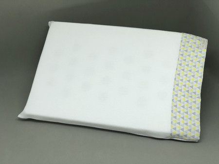 Travesseiro c/ Fronha Anti Sufocante Triangulo Amarelo 22x32 - ac Baby Ref 05346 94u