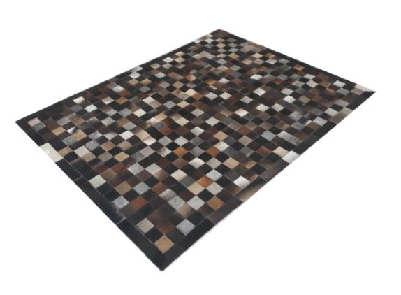 Tapete de Couro de Boi 2m X 1,5m Natural Costurado 7cm x 7cm Com Borda - OF36