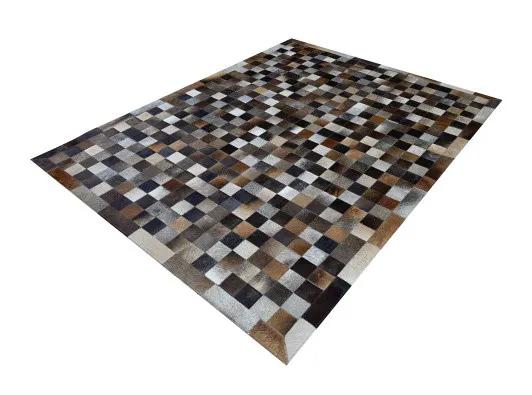 Tapete de Couro de Boi 2m X 1,5m Natural Costurado 7cm x 7cm Com Borda - OF41