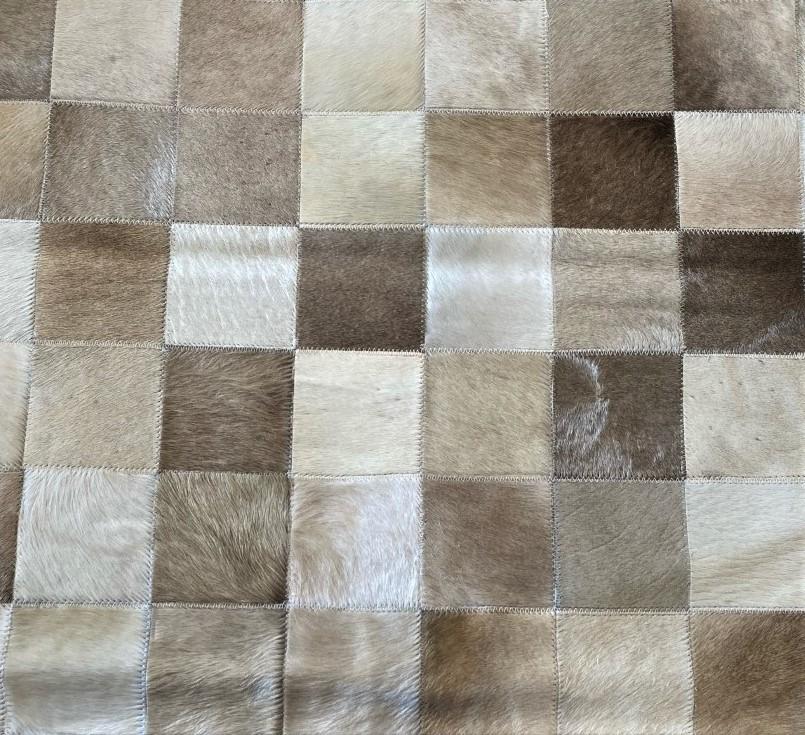 Tapete de Couro de Boi 2m X 1,5m Natural Costurado 7cm x 7cm Com Borda - OF50