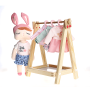 Boneca metoo fashion com Cabideiro e 5 roupinhas - Metoo