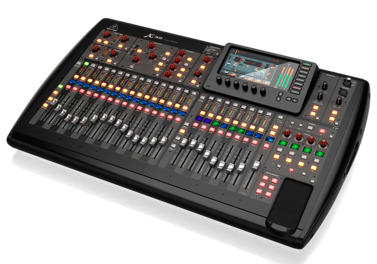 Mesa digital com 32 canais, 32 pré-ampli de microfone MIDAS e 16 saídas XLR  | Behringer | X32