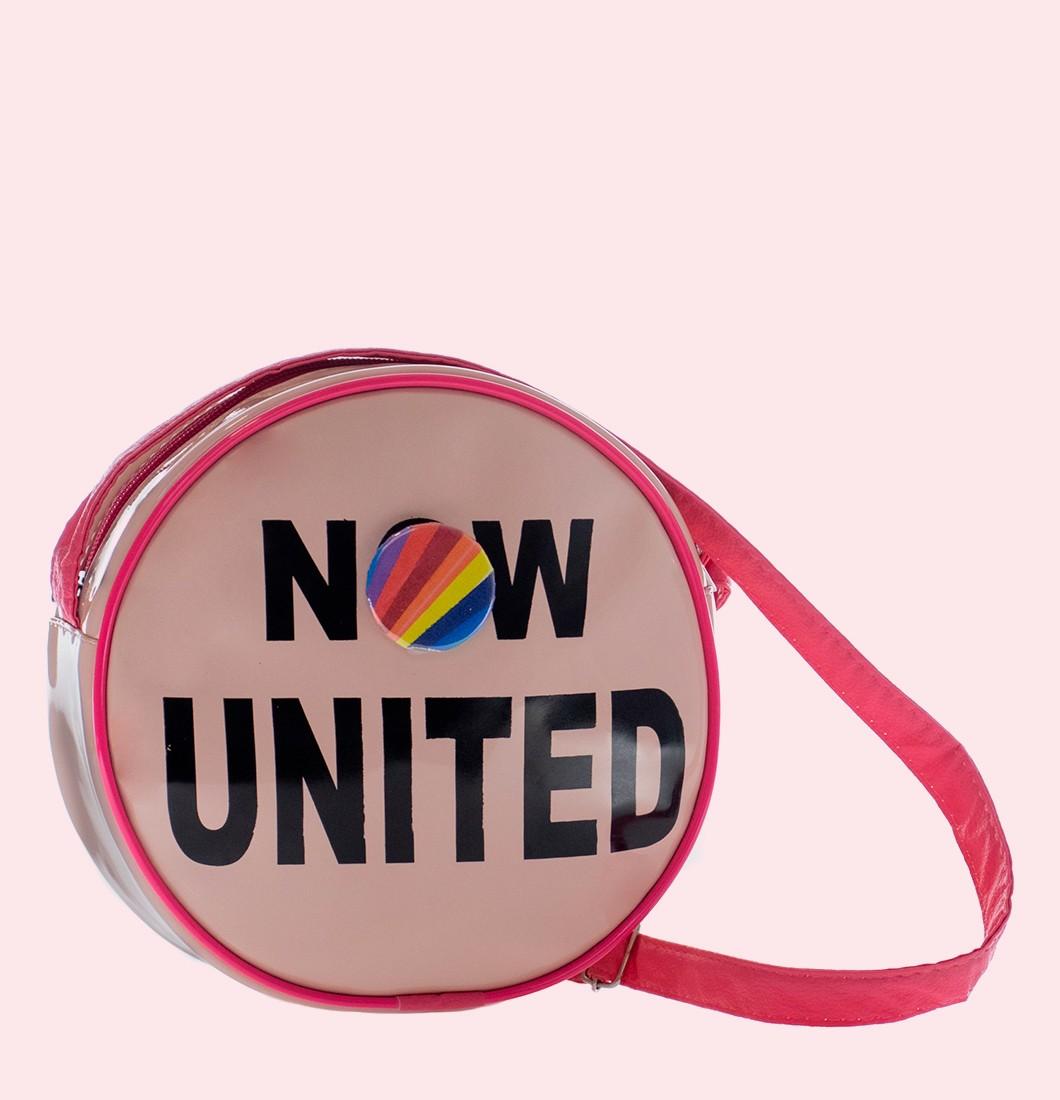 Bolsa Lateral Now United com Detalhe e Boton Arco íris