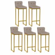 Kit 05 Banquetas Decorativa Alta Loues Suede Bege Com Botão e Encosto Para Cozinha Bar Balcão Bistrô Pé de Ferro Dourado -Bela Casa Shop