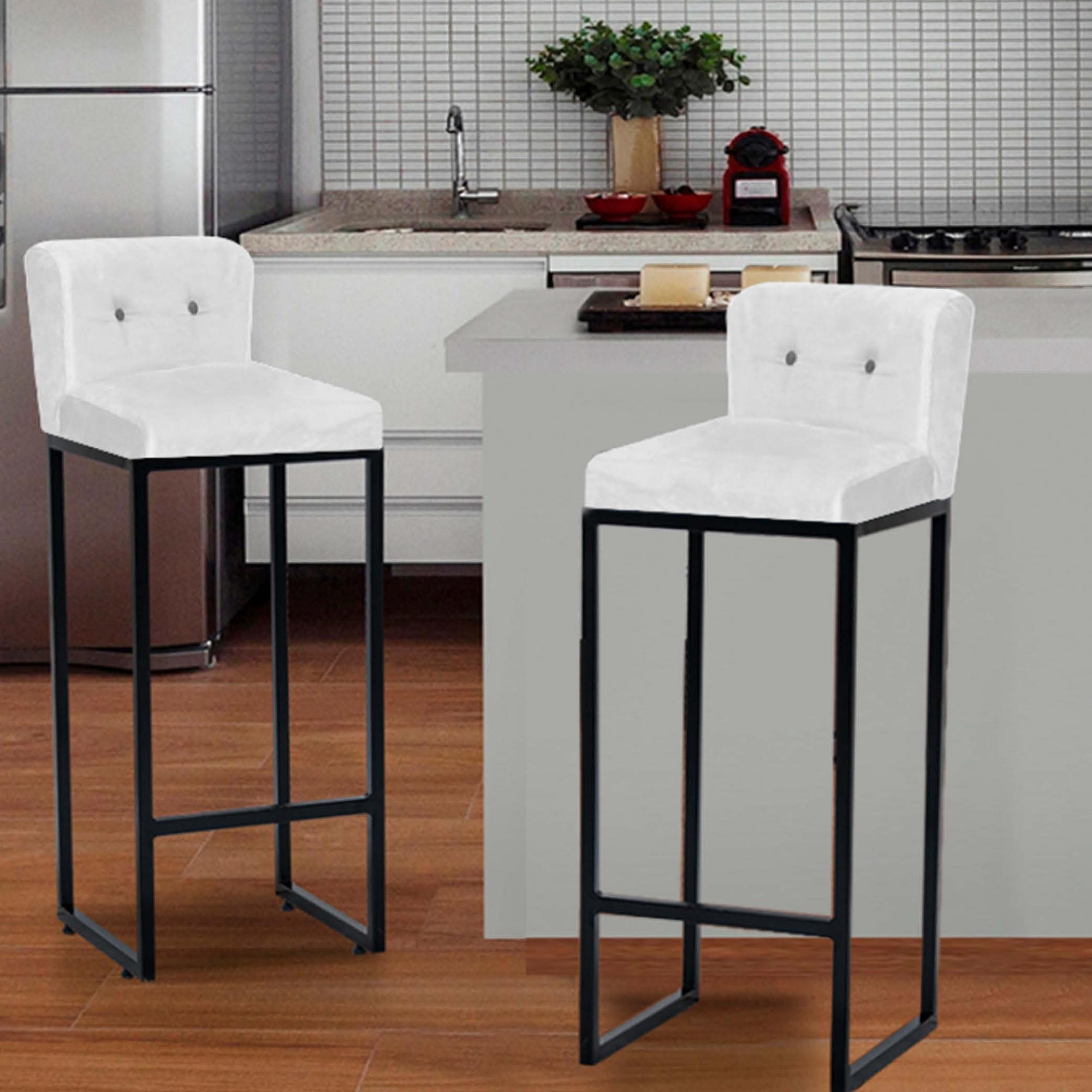 Kit 04 Banquetas Decorativa Alta Loues Suede Branco Com Botão Preto e Encosto Para Cozinha Bar Balcão Bistrô Pé de Ferro Preto -Bela Casa Shop