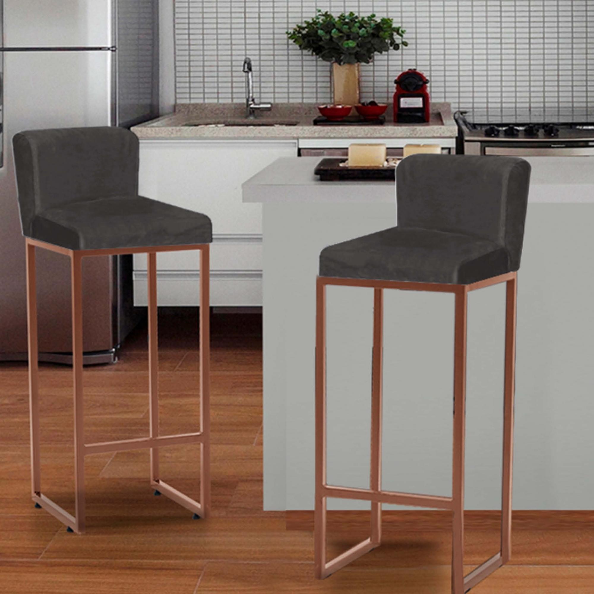 Kit 04 Banquetas Decorativa Alta Loues Suede Cinza Com Encosto Para Cozinha Bar Balcão Bistrô Pé de Ferro Bronze -Bela Casa Shop