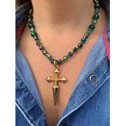 Colar artesanal cristais verdes e dourados ping cruz dourado | CAF92