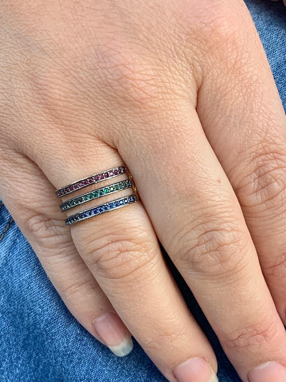 Anel Folheado Dourado 3 filetes com zirconias verde rosa e azul tam 16 | ANF34