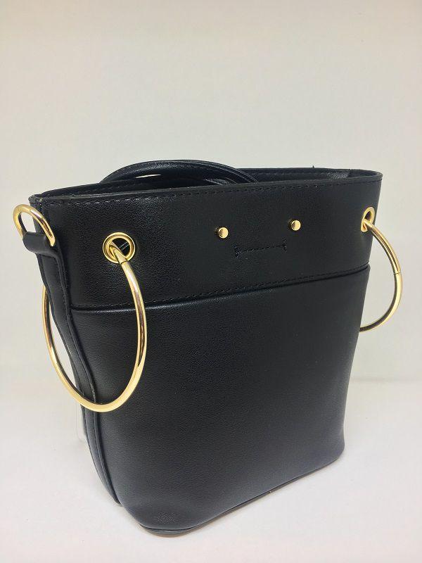 Bolsa de couro preta com argolas douradas | AC99