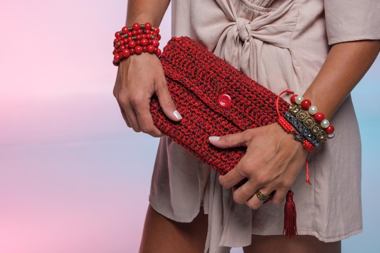 Bolsa de crochê vermelha com botão | AC262