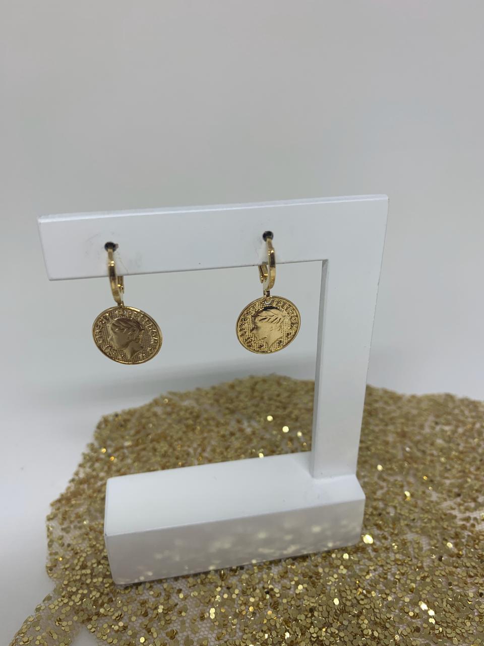 Brinco folheado argolinha dourada com ping grande de moeda | BF821