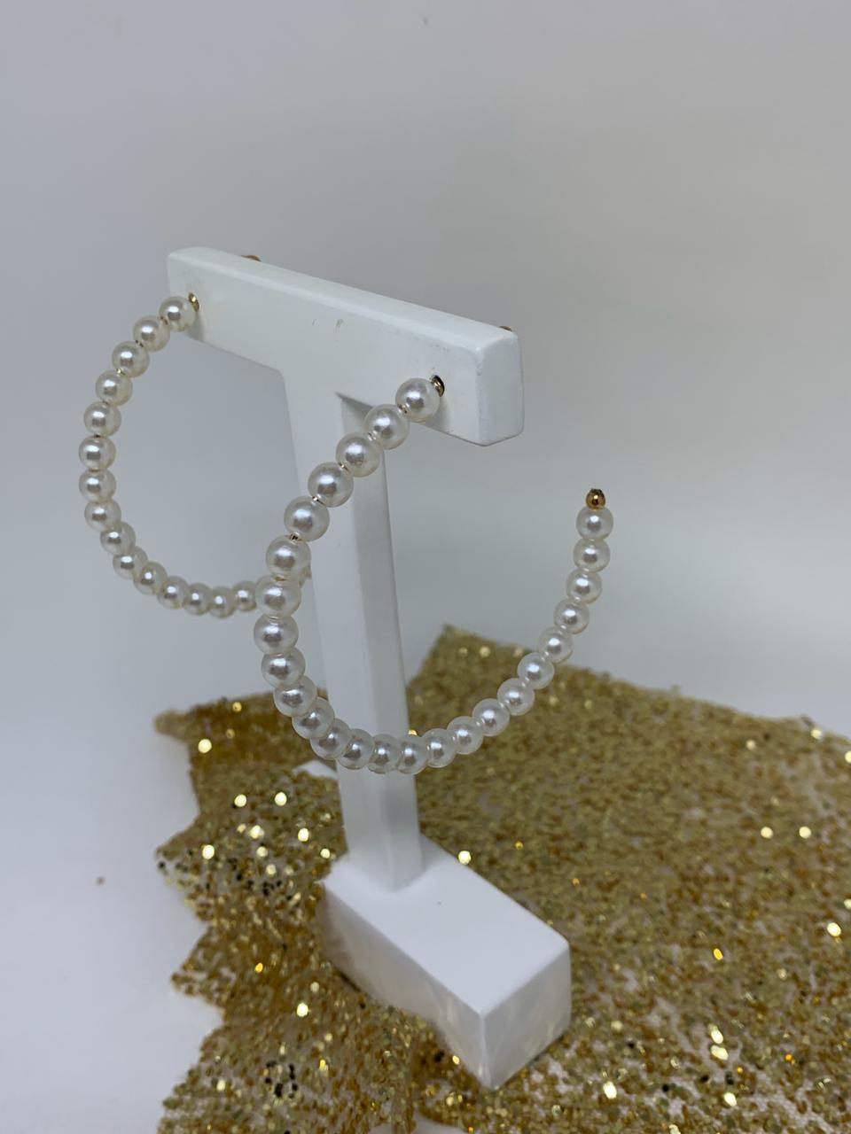 Brinco Folheado Dourado argola toda de pérolas | BF699