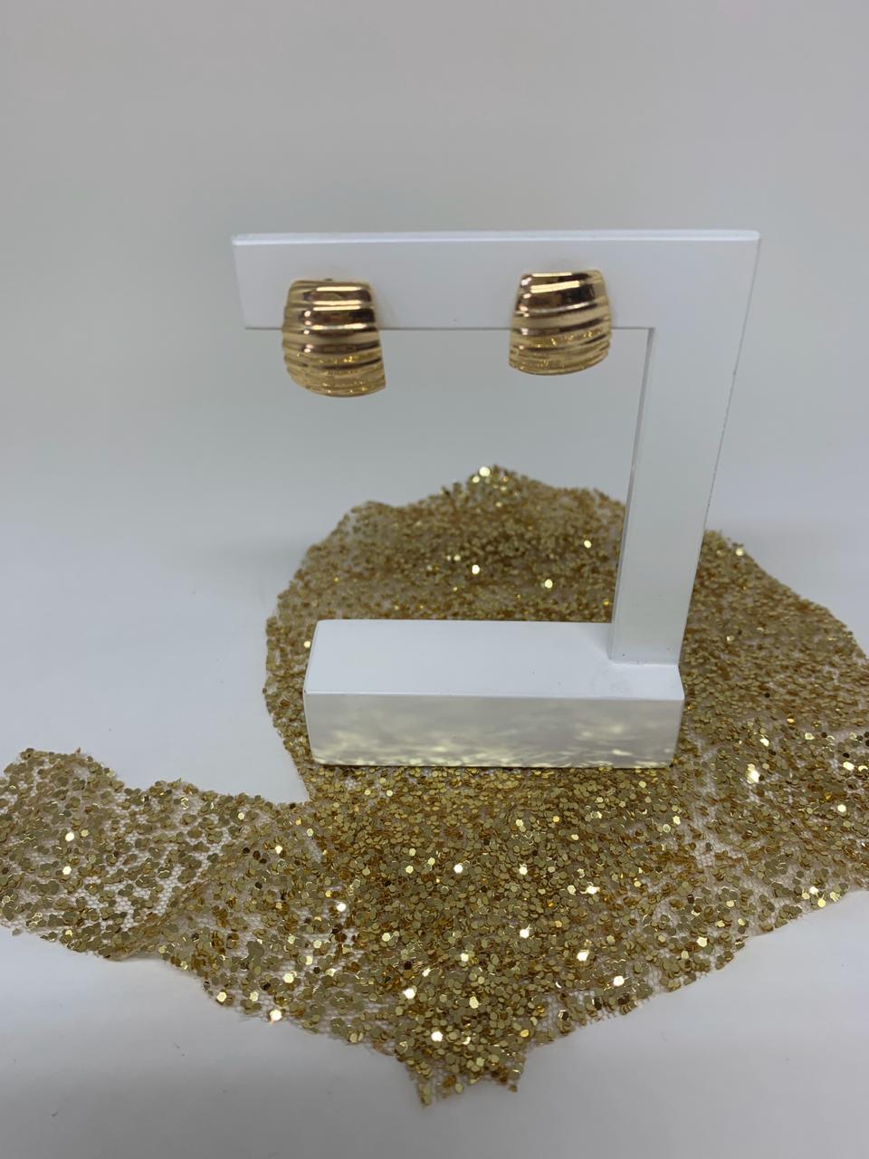 Brinco Folheado Dourado Meia Argola 2cm   BF600