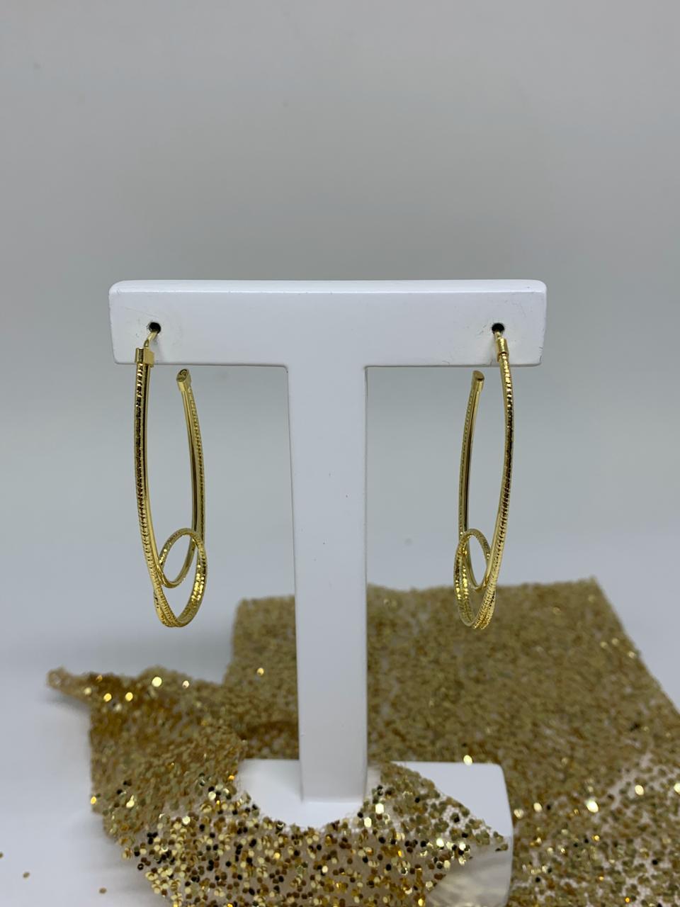 Brinco Folheado Dourado Meia Argola Oval 4,5cm  | BF584